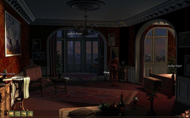 Während der Offizier schläft, erkundet Mata das Hotelzimmer.