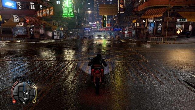 Auf dem Motorrad erkundet ihr die Straßen von Hongkong.