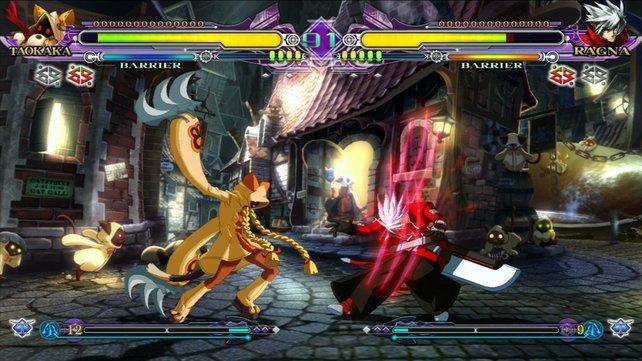 Katzenfrau Taokaka fährt gegen Ragna die Krallen aus.