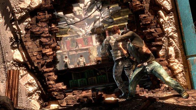 Extrem spaßig: Von hinten anschleichen und den Gegner mit dem Kopf an die Wand schleudern.