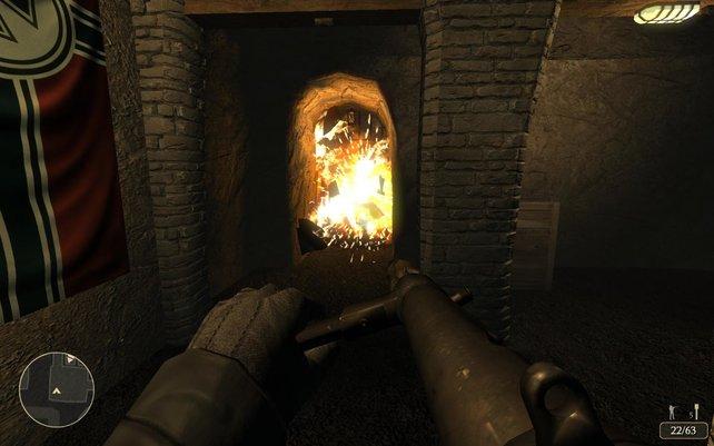 Ein gezielter Schuß auf ein Benzinfass und es brennt lichterloh.