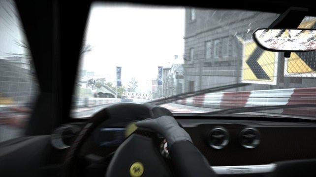 Ein Ferrari aus der hübschen aber unübersichtlichen Cockpitperspektive.