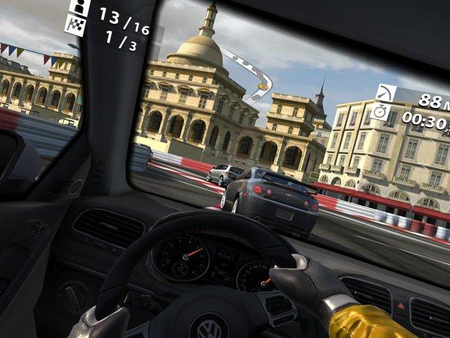 Das detaillierte Cockpit erzeugt noch mehr Rennatmosphäre.