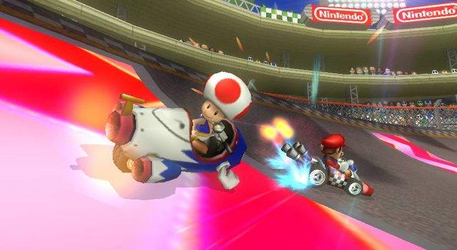 Mario nutzt das Beschleunigungsfeld während Toad sich dreht