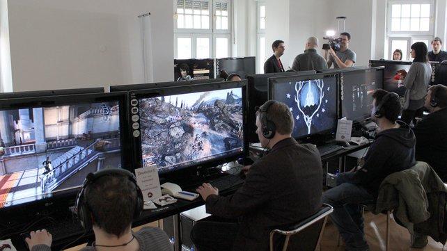 Dicht umlagert waren die Spielstationen auf der EA-Veranstaltung.
