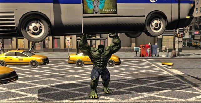 Hulk übt sich im Kleinbus-Weitwurf.