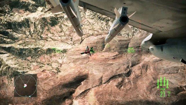 Im Dogfight-Modus verfolgt ihr den Gegner automatisch mit flugsen Manövern.