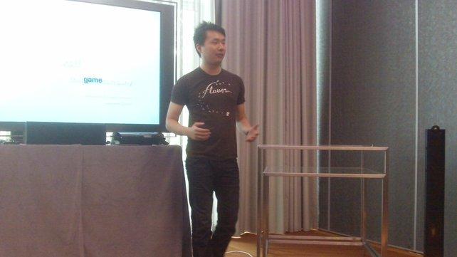 Jenova Chen, Co-Gründer von thatgamecompany und Creative Director von Journey bei der gamescom-Präsentation.