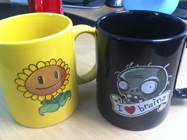 Diese beiden Tassen könnt ihr gewinnen.
