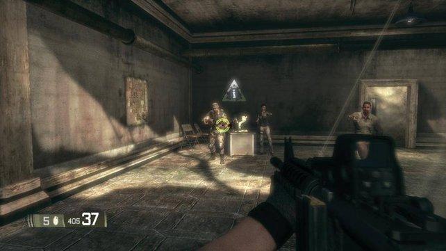 Hinten in der Mite steht die Frau mit der schecklichsten Synchronstimme der Videospielgeschichte.