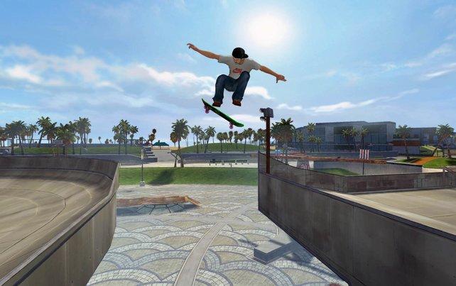 Mit dem Plastik-Skateboard führt ihr alle Bewegungen und Tricks aus.