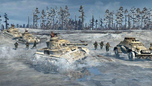 Eis und Schnee setzen Mann und Maschine schwer zu.