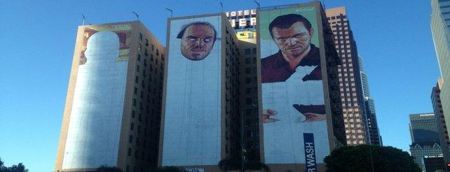 GTA 5: Maler entwerfen riesige Werbe-Banner an drei Hotel-Wänden in L.A.