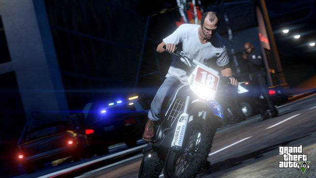 Hier seht ihr wie Trevor auf einem Motorrad vor der Polizei flüchtet.