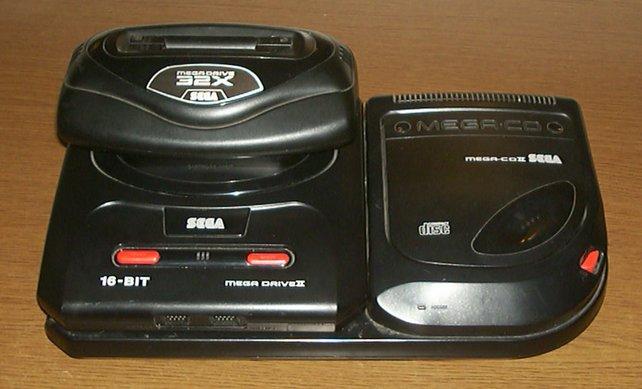 Ein wahres Monster: Mega Drive, Mega-CD und Sega 32X erinnern an futuristisches Zubehör aus schlechten Filmen.