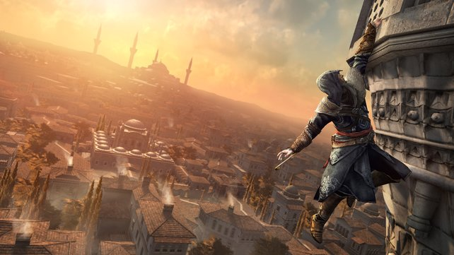 Ezio erklimmt in Assassin's Creed - Revelations luftige Höhen.