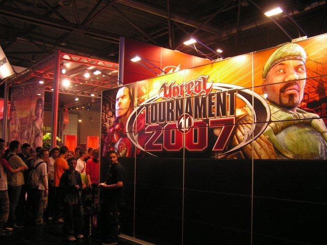 Lange Schlange vor der Präsentation von Unreal Tournament 2007 bei Midway.