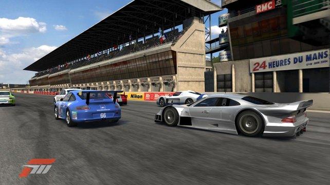 Legendäre Wagen auf legendären Kursen wie Le Mans und Nürburgring.