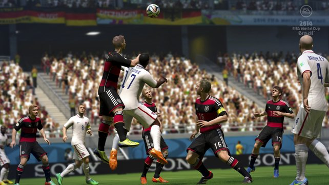 Im Zweikampf um den Original-Ball: Hersteller Electronic Arts kann wieder mit allen offiziellen Lizenzen auftrumpfen.