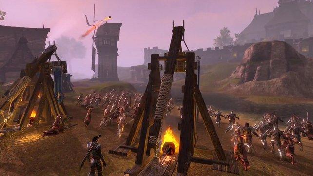 In den Allianz-Kämpfen stürmt ihr große Festungen mit Belagerungsmaschinen.