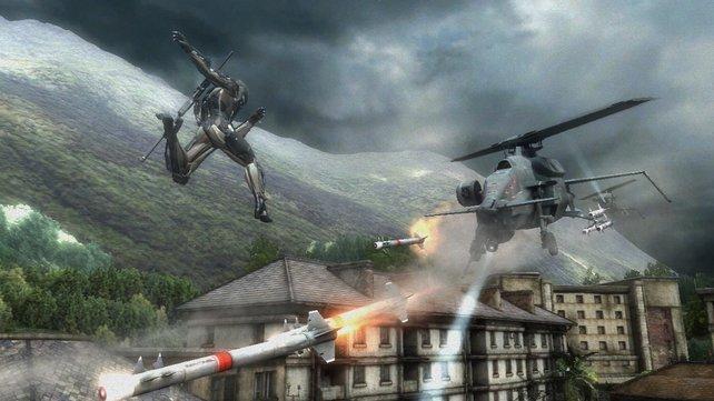 Mit seinem Cyborg-Körper springt Raiden meterweit durch die Luft.