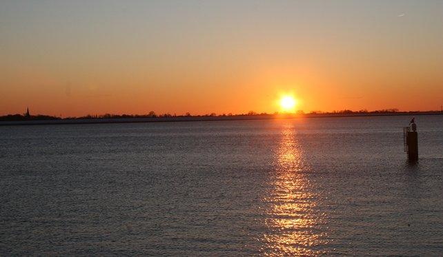 Damit ihr die rauen Inhalte verkraftet, zeigen wir euch hier einen romantischen Sonnenuntergang.