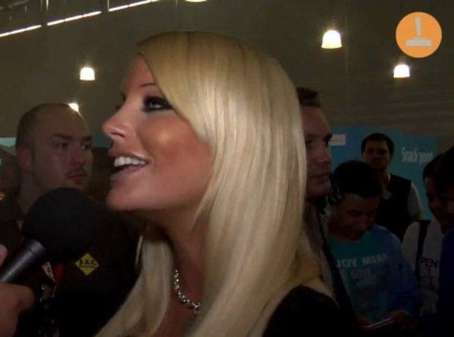 Power-Blondchen Gina Lisa vor der spieletipps-Kamera.
