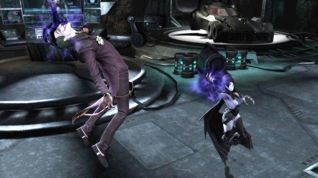 Raven setzt auf ihre telepathischen Fähigkeiten und bringt ihre Gegner um den Verstand.