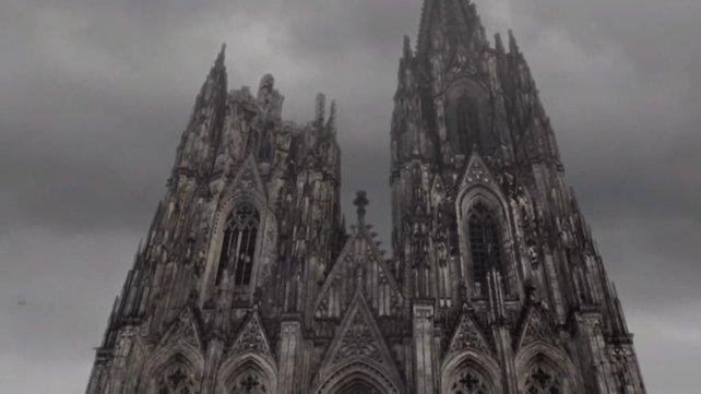 Der Kölner Dom hat auch schon mal bessere Tage gesehen.