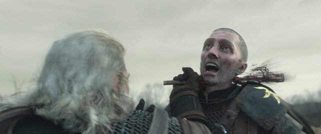 Geralt macht mit dem aufdringlichen Nilfgaard-Soldaten kurzen Prozess.