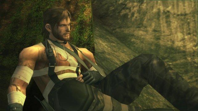 Snake ist ein harter Kerl und kümmert sich selbst um seine Wunden.