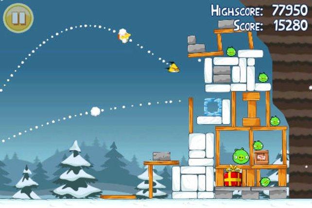 In Angry Birds schießt ihr mit Vögeln auf grüne Schweine.