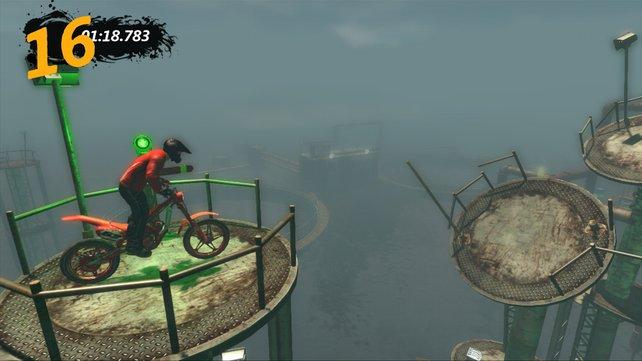 Ein Bild aus dem Solo-Modus. Im Mehrspieler fahrt ihr nebeneinander oder ihr seht die Position der Gegner als Punkt.