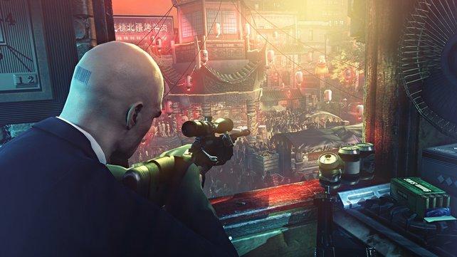 Agent 47 kann auch mit großem Kaliber umgehen. Mit Scharfschützengewehr schaltet ihr euer Ziel aus der Entfernung aus.