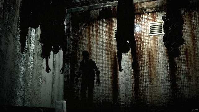 Held Sebastian erwacht kopfüber baumelnd in einem Schlachthaus.