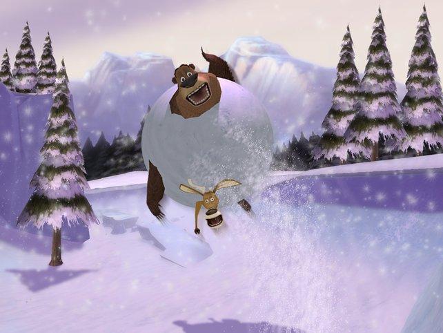 Die zwei kullern eine Schneelandschaft hinab.