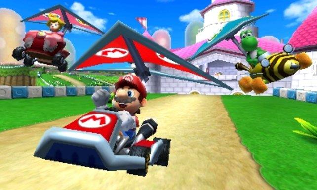 Im jüngsten Teil Mario Kart 7 schwingt ihr euch sogar in die Lüfte und taucht unter Wasser.