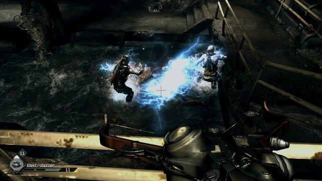Mit der Striker-Armbrust schaltet ihr Gegner leise aus - wahlweise auch mit Blitzmunition.