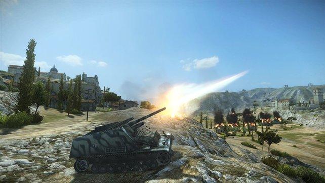 Mit dem Artillerie-Panzer feuert ihr aus der Distanz.