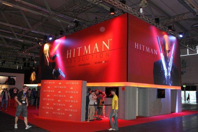 Das neue Hitman färbt den Square-Stand blutrot.