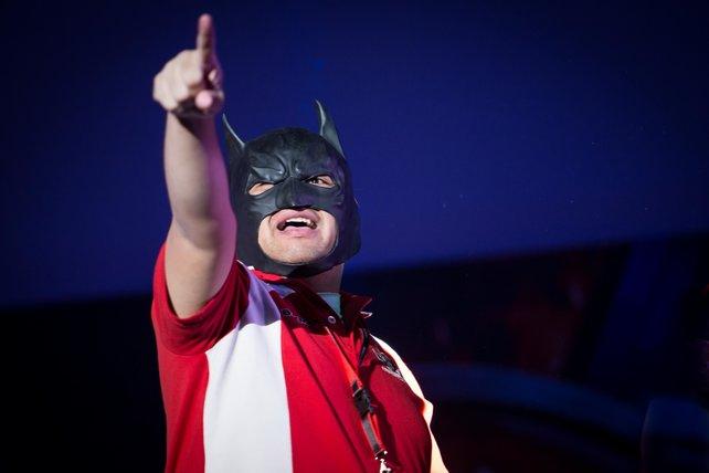 Batman, der exzentrische Mannschafts-Kapitän von PvP Superfriends, versprüht einen unvergleichen Enthusiasmus und beweist, dass eSports auch funktioniert, wenn man nicht alles bierernst nimmt.