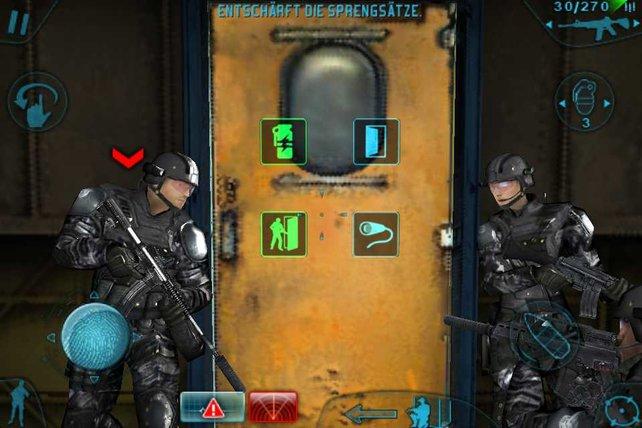 Hinter dieser Tür warten zahlreiche Terroristen. Blendgranate oder direkter Angriff?