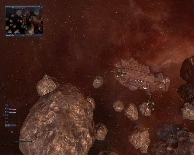 Ein riesiger Frachter in einem Asteroidenfeld