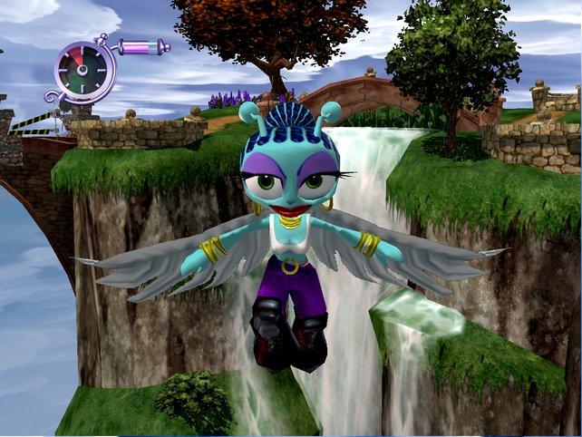 Latisha mit Ikarus-Flügeln