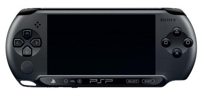 Die PSP E-1000 unterscheidet sich auf den ersten Blick durch die matte Optik. Ihr fehlen aber auch Funktionen.