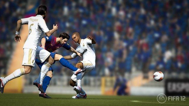 Fifa 12 bietet euch ein verblüffend realistisches Fußballerlebnis.