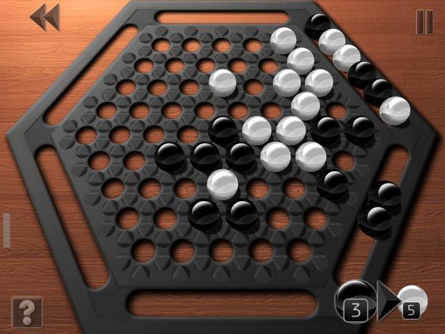 Bildet mehr Kugeln in einer Reihe als der Gegner, um ihn heraus zu schieben.