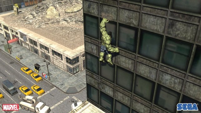 Hulk kann auch an Häuserwänden emporklettern.