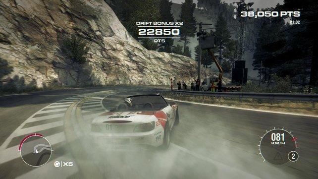 In den Drift-Rennen lasst ihr kräftig die Reifen qualmen.