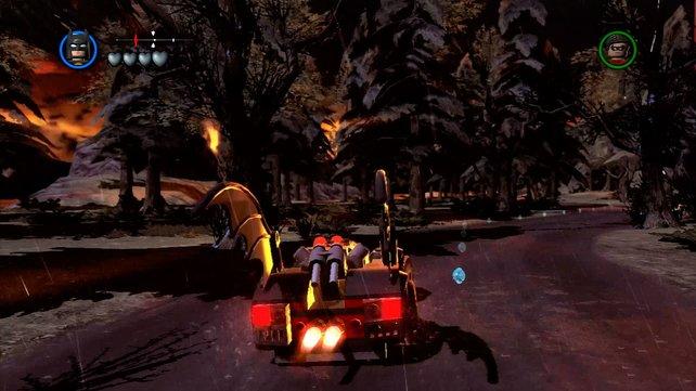Spaßig: Mit Vollgas jagt das Batmobil durch Gothams Umgebung.
